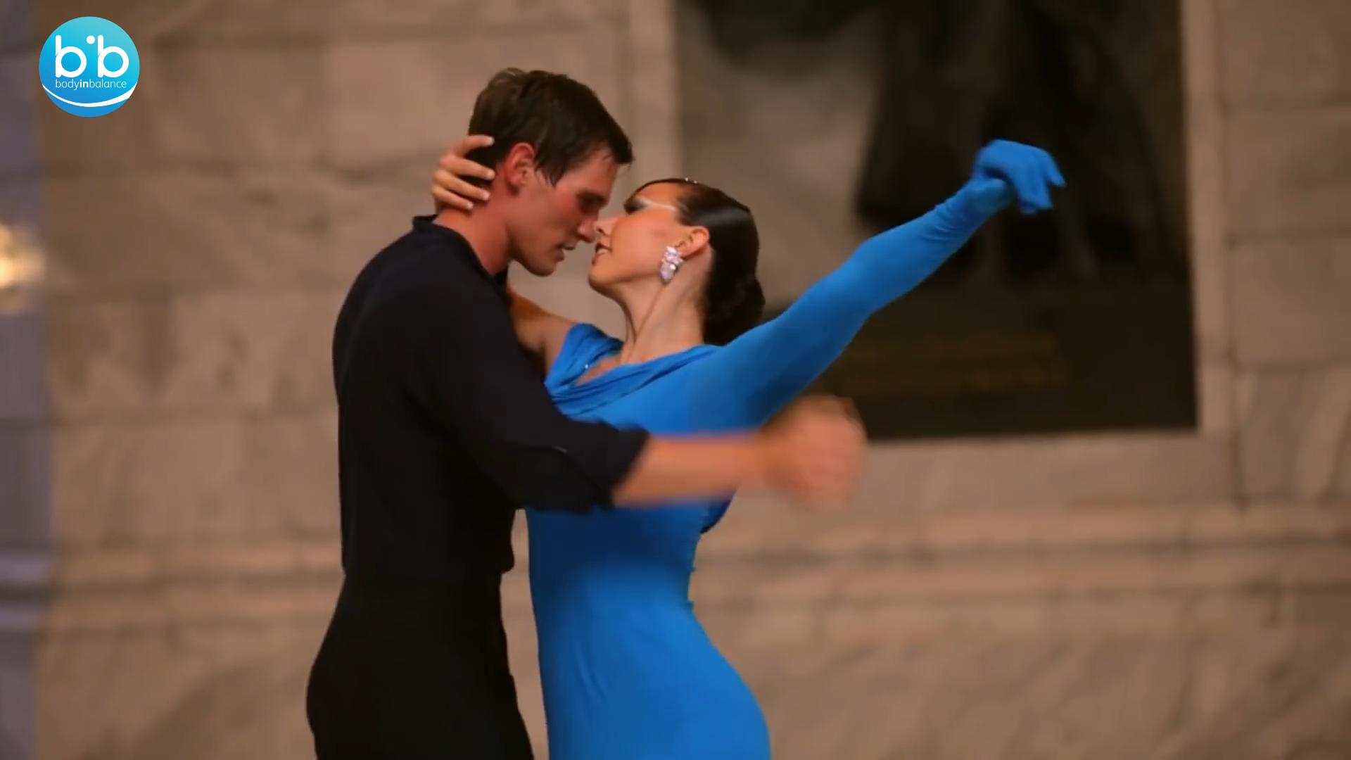 Ο Χορός είναι μια κίνηση σε δημιουργική σχέση με τη μουσική, αλληλεπιδρούν σε ένα μοναδικό κάθε φορά αποτέλεσμα. Είναι απόλαυση για τις αισθήσεις να παρακολουθείς τους χορευτές να στροβιλίζονται!