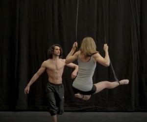 You can't trick the hormones συνθέτει ο Μιχάλης Χολέβας και μας προτρέπει να δοκιμάσουμε ασυνήθιστες ηχητικες εμπειρίες. Ο Tarek Rammo και η Kami Lynneεμπνεύστηκαν απο τη μουσική του και δημιούργησαν μια χορογραφική αιώρηση με μεταφυσικές προεκτάσεις. Είναι μοναδική η αίσθηση να χορεύεις και να πέρας ταυτόχρονα. Απολαύστε το βίντεο!