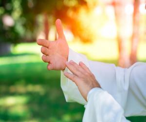 Το Ται τσι τσουάν (πολλές φορές προφέρεται και Ται τζι τσουάν) είναι μια Κινέζικη εσωτερική πολεμική τέχνη, που στηρίζεται πάνω στις αρχές της χαλάρωσης και της απαλότητας τόσο στην εξάσκηση της όσο και στην καθημερινή ζωή.